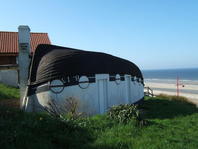 Ngôi làng có nhà ở làm từ thuyền đánh cá cũ nhưng đã vào là không muốn ra vì quá đẹp  - Ảnh 2.