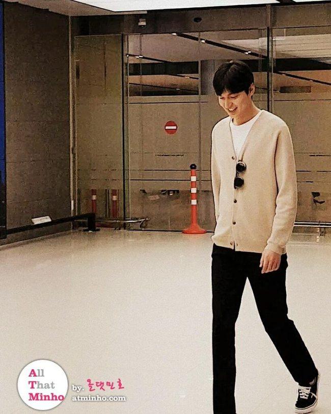 Lee Min Ho xuất hiện tươi tắn, mũm mĩm sau khi thông báo sắp nhập ngũ - Ảnh 1.