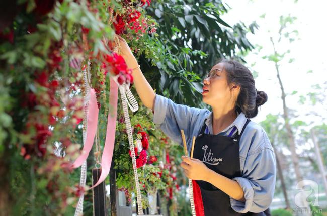 Cặp đôi Hà Thành trang trí tiệc cưới sân vườn với sắc đỏ đẹp như một giấc mơ về hạnh phúc - Ảnh 8.