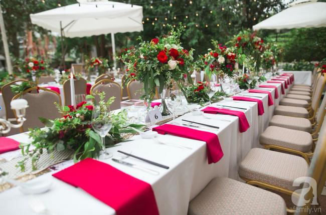 Cặp đôi Hà Thành trang trí tiệc cưới sân vườn với sắc đỏ đẹp như một giấc mơ về hạnh phúc - Ảnh 19.