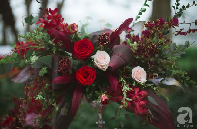 Cặp đôi Hà Thành trang trí tiệc cưới sân vườn với sắc đỏ đẹp như một giấc mơ về hạnh phúc - Ảnh 20.