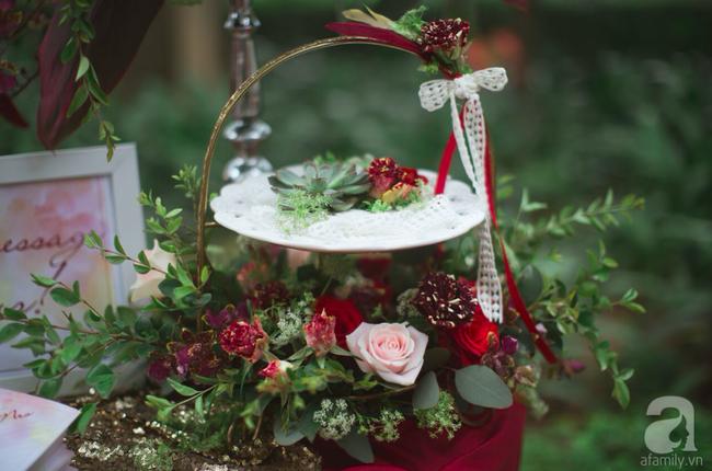 Cặp đôi Hà Thành trang trí tiệc cưới sân vườn với sắc đỏ đẹp như một giấc mơ về hạnh phúc - Ảnh 21.