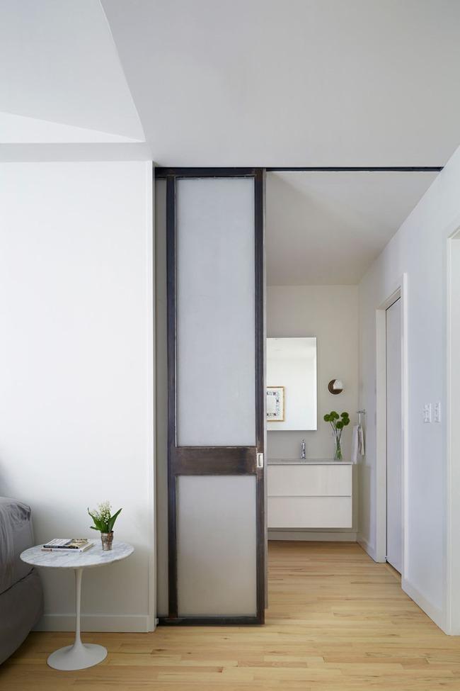 Hé lộ 5 mẫu cửa sẽ soán ngôi kiểu cánh cửa truyền thống trong thời gian tới - Ảnh 2.