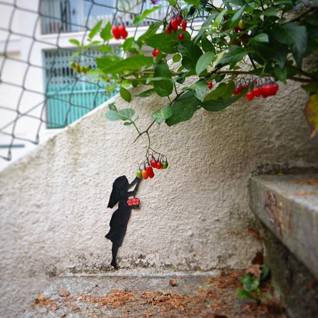 Nghệ thuật đường phố siêu sáng tạo nhờ kết hợp với thiên nhiên xung quanh - Ảnh 1.