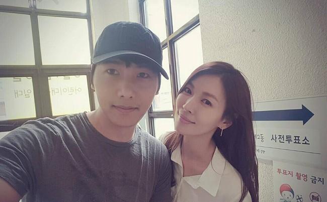 """Mỹ nhân """"Thời quá khứ"""" Kim So Yeon và vị hôn phu sang Áo chụp ảnh cưới - Ảnh 1."""