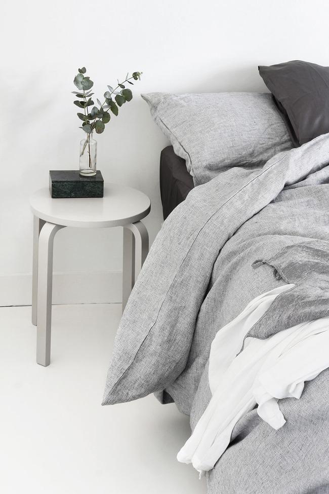 14 mẫu bàn đầu giường chẳng thể thiếu bên trong phòng ngủ - Ảnh 3.