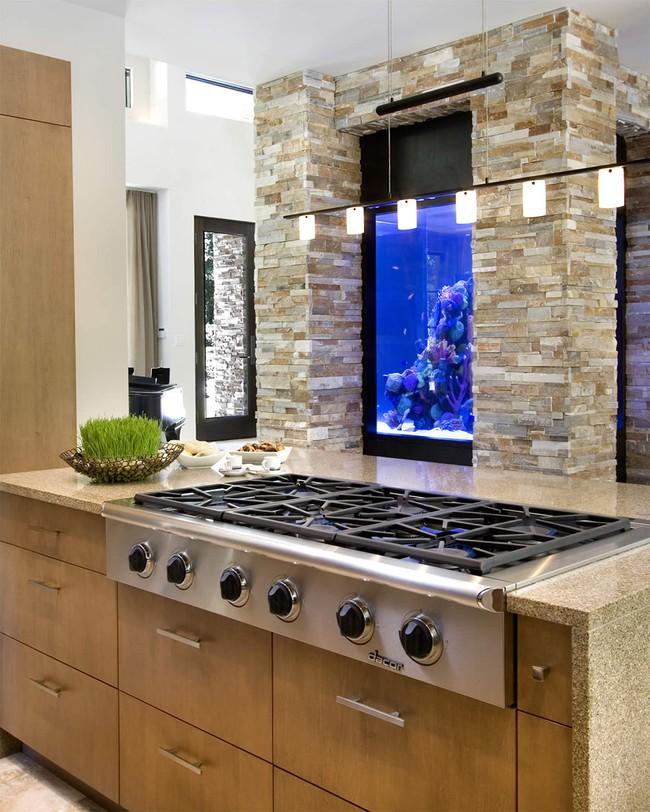 Bể cá được lồng ghép vào nội thất ngôi nhà, bạn đã biết xu hướng trang trí thịnh hành nhất hiện nay chưa? - Ảnh 1.