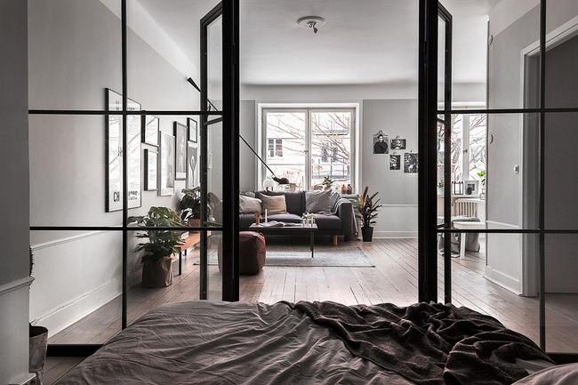 5 mẹo thiết kế giúp không gian phòng ngủ thêm thông thoáng - Ảnh 1.