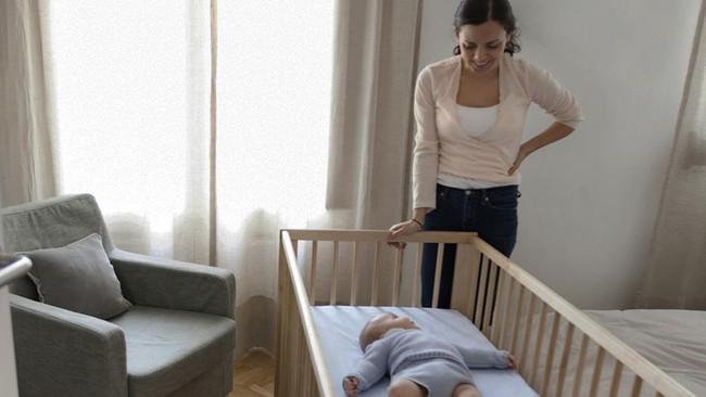 Nhấc lên - đặt xuống - phương pháp luyện ngủ không tốn nhiều nước mắt - Ảnh 2.