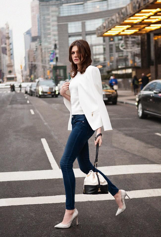 Đến quần jeans dáng sơ bản cũng có kiểu chuẩn xu hướng, kiểu không - Ảnh 14.