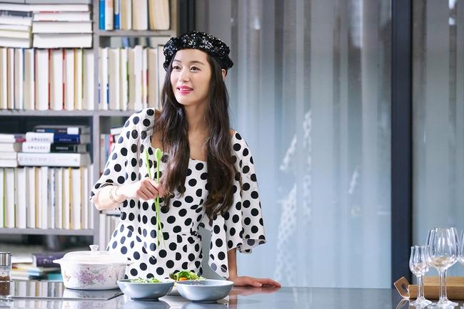 Ngất ngây trước vẻ đẹp ngọt ngào của tiên cá Jun Ji Hyun trong tiệc sinh nhật - Ảnh 1.