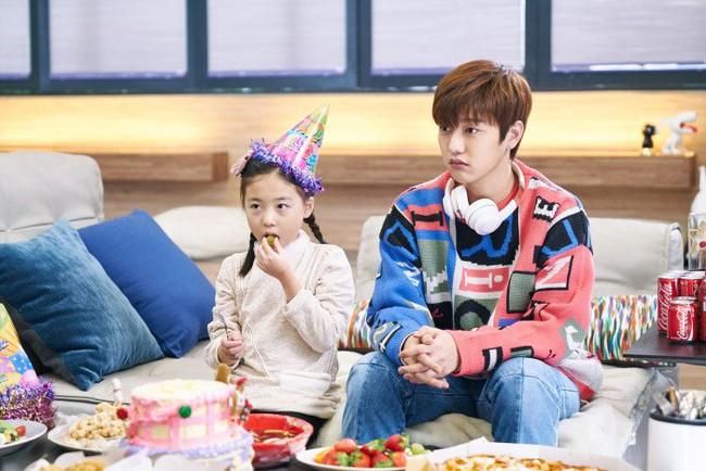 Ngất ngây trước vẻ đẹp ngọt ngào của tiên cá Jun Ji Hyun trong tiệc sinh nhật - Ảnh 4.