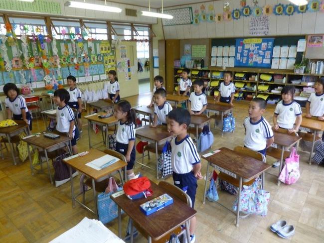 Chỉ là lời chào buổi sáng mà học sinh Nhật cũng khiến cả thế giới trầm trồ - Ảnh 3.