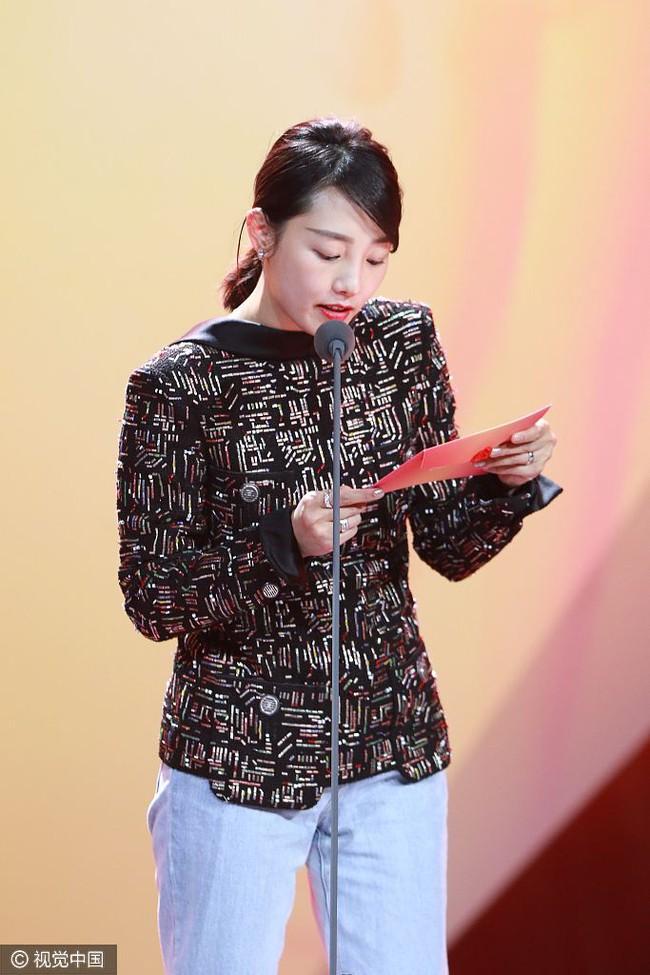 Mặc ồn ào kiện tụng, Phạm Băng Băng vẫn tưng bừng ôm giải thưởng lớn - Ảnh 5.