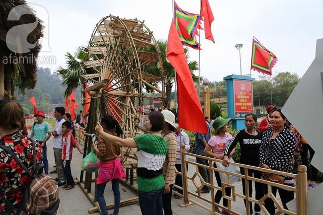Trước ngày khai hội Đền Hùng, lượng người về không đông như dự đoán - Ảnh 9.
