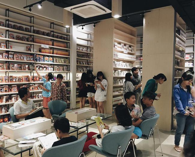 4 nhà sách đẹp mê ly, ở lì cả ngày không biết chán ở Sài Gòn - Ảnh 8.