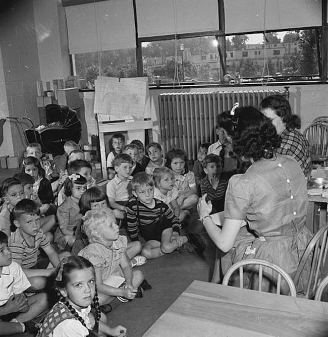 """Thì ra trường mẫu giáo cách đây 50 năm đã có nhiều bài học """"tân tiến và hiện đại"""" - Ảnh 1."""