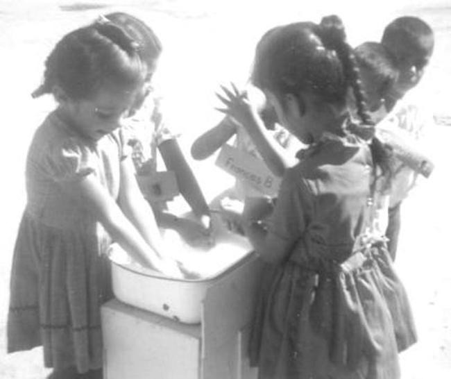 """Thì ra trường mẫu giáo cách đây 50 năm đã có nhiều bài học """"tân tiến và hiện đại"""" - Ảnh 4."""