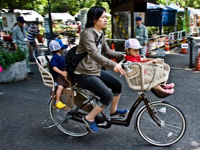 Mẹ Việt nuôi dạy con ở Nhật: Người ngoài nhìn vào hâm mộ, người trong cuộc sốc lên sốc xuống - Ảnh 2.
