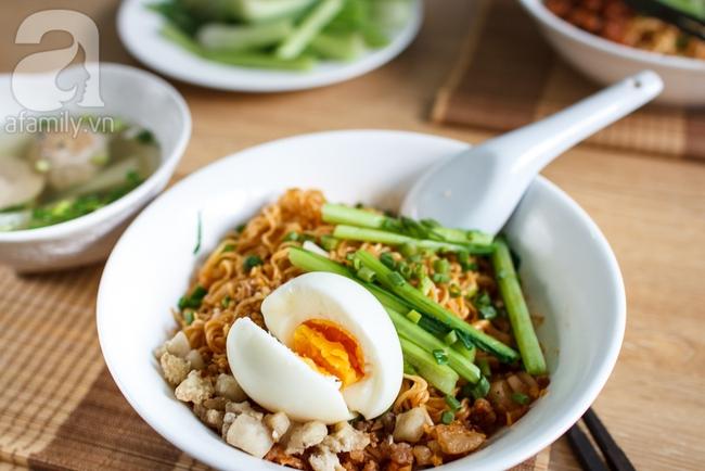 Thử ngay mì trộn trứng lòng đào - món ăn hot nhất Sài Thành hiện nay - Ảnh 9.