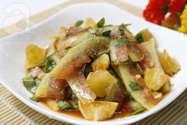 Không cần làm salad cao sang làm gì, dùng cùi dưa hấu trộn chua cay thì ngon giòn hết nấc - Ảnh 4.