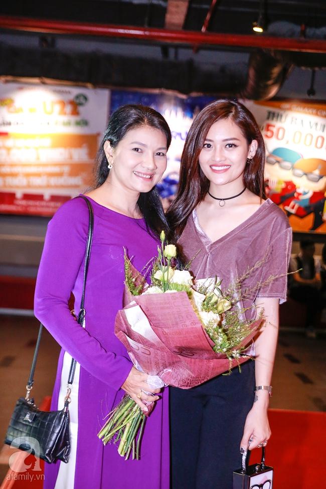 Mẹ hiền Kim Xuân và Kiều Trinh hẹn nhau cùng mặc áo dài tím duyên dáng - Ảnh 4.