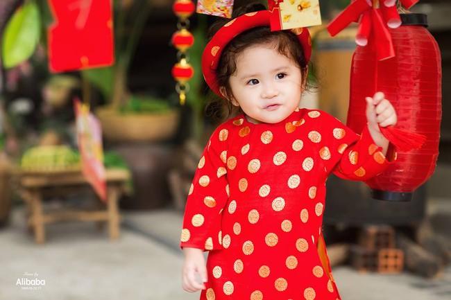 Khi các bé xúng xính trong tà áo dài ngày Tết, mẹ như thấy cả mùa xuân - Ảnh 7.