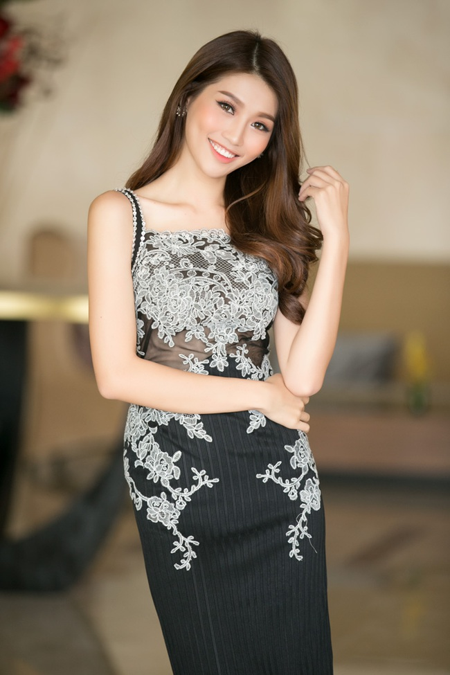 Hoa hậu Phạm Hương khoe vai trần nuột nà, đẹp kiêu sa cùng váy đỏ - Ảnh 7.