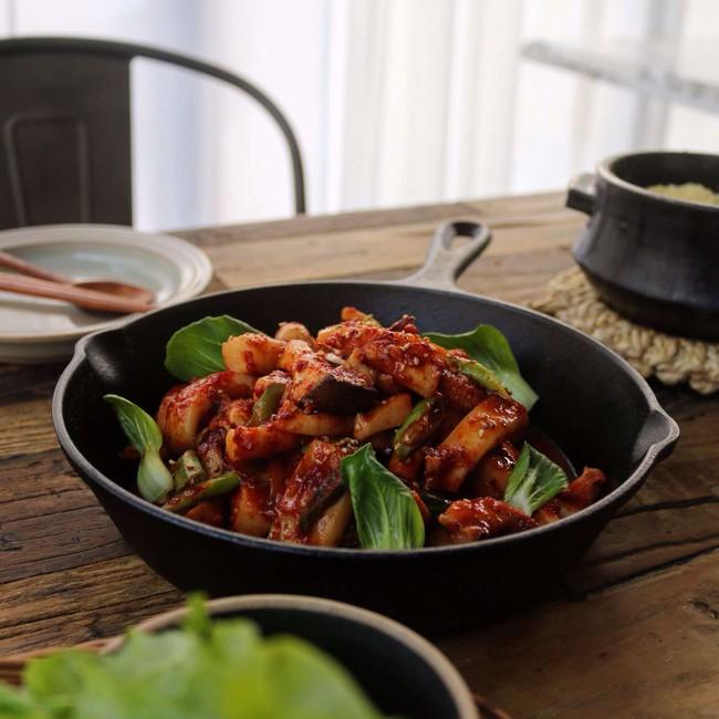 Cơm tối ngon miễn chê với mực xào cay kiểu Hàn - Ảnh 7.