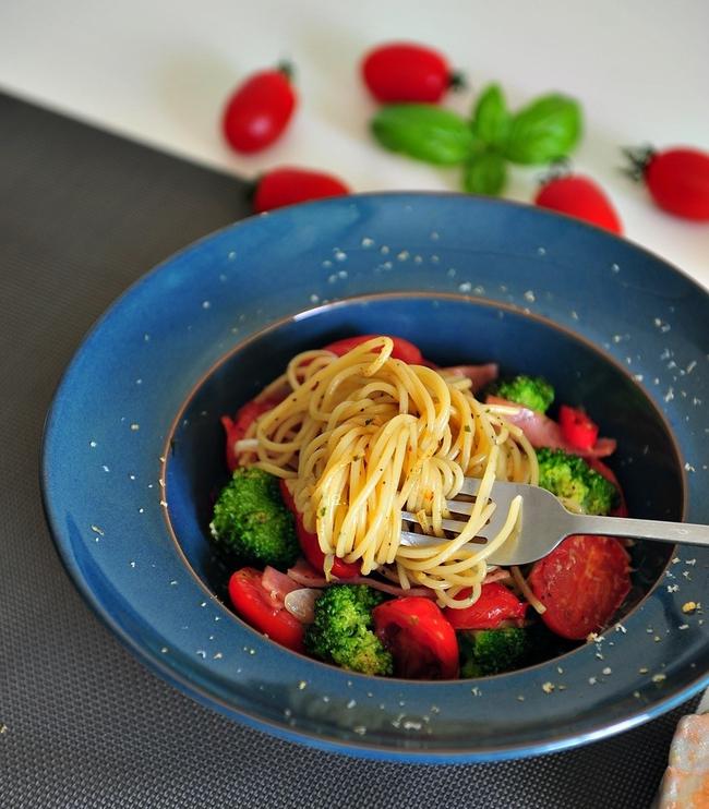 Mỳ spaghetti xào thập cẩm dù bữa sáng hay bữa trưa cũng đều rất ngon miệng - Ảnh 6.