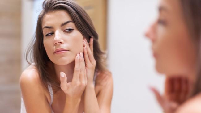 Đừng làm những điều này trên da mặt nếu bạn không muốn rước bệnh vào người - Ảnh 1.