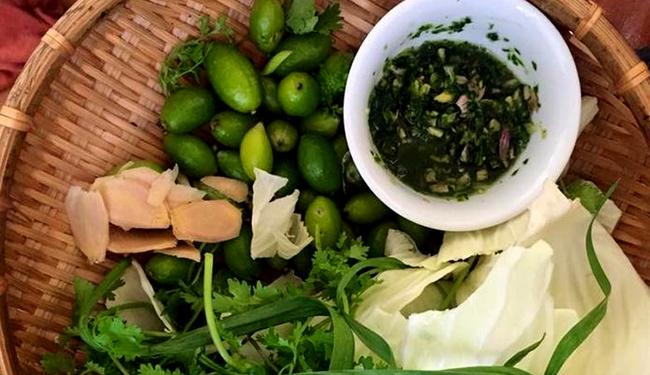Bắp cải cuốn nhót xanh- đặc sản Điện Biên