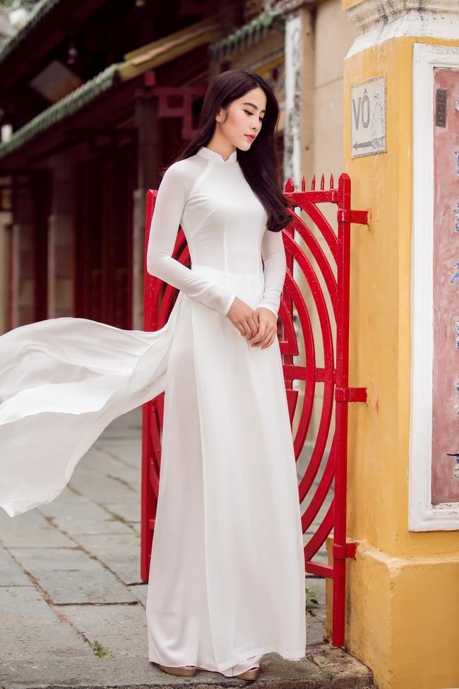 Hoa khôi Nam Em khoe vóc dáng nuột nà trong áo dài truyền thống - Ảnh 5.