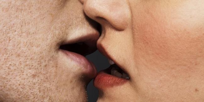 5 điều cực kì nguy hiểm có thể xảy ra khi bạn hôn một ai đó - Ảnh 1.
