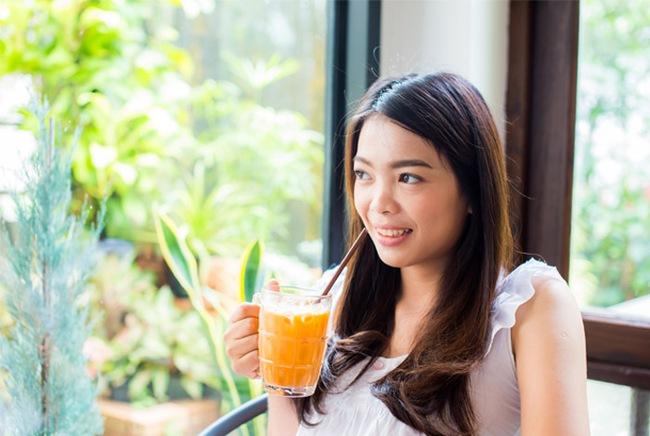 <a target='_blank' href='https://www.phunuvagiadinh.vn/uong-vitamin-c.topic'>Uống vitamin C</a> kiểu này chẳng những không lướt bệnh được mà còn ốm nặng hơn - Ảnh 1.