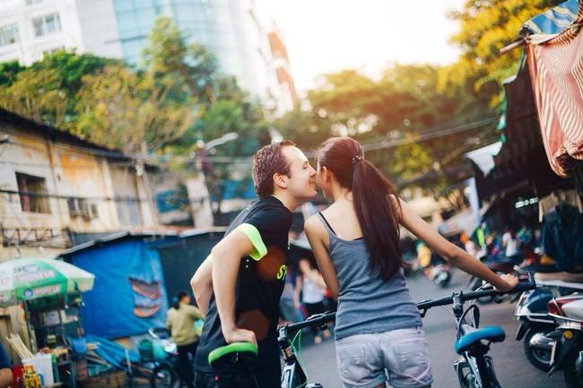 Chàng trai Pháp vì yêu cô gái Việt mà sẵn sàng nằm dưới đất, tắm nước lạnh, bị muỗi chích,... không oán thán nửa lời - Ảnh 4.