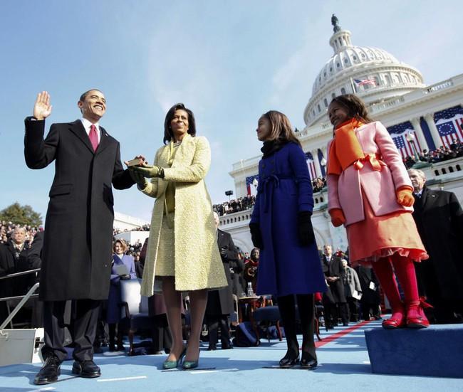 Những khoảnh khắc đáng nhớ bên vợ con của Obama - Ảnh 2.