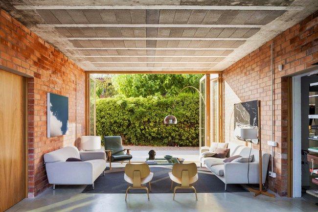 Thiết kế tường gạch độc đáo giúp phòng khách đẹp đến khó tả - Ảnh 1.