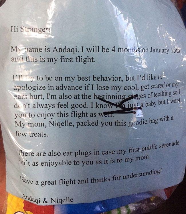 Tôi chẳng việc gì phải cảm thấy có lỗi khi con mình quấy khóc trên máy bay - Ảnh 1.