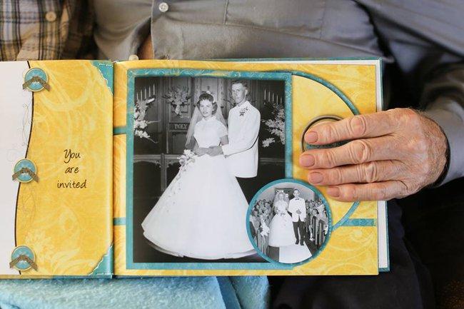 Vợ mất trí nhớ vẫn không quên để tay dưới áo chồng, lí do thật sự khiến ai cũng bật khóc - Ảnh 1.
