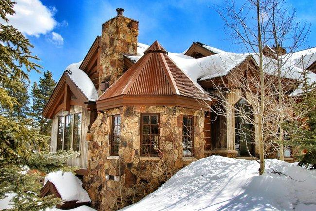 9 ngôi nhà có tuyết bao phủ đẹp như mùa đông ở xứ sở thần tiên - Ảnh 1.
