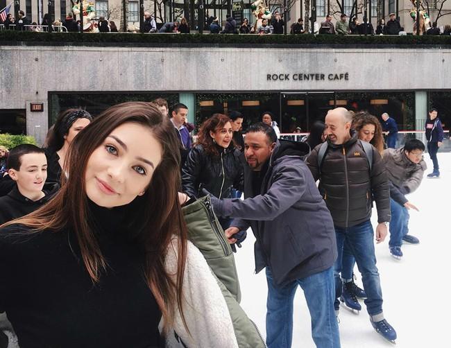 Con gái tài tử Paul Walker bất ngờ trở thành người mẫu ở tuổi 18 - Ảnh 1.