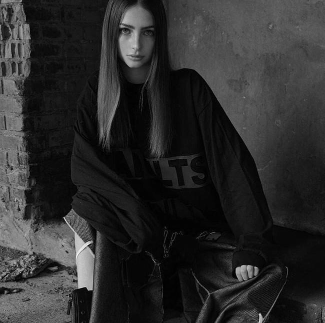 Con gái tài tử Paul Walker bất ngờ trở thành người mẫu ở tuổi 18 - Ảnh 2.