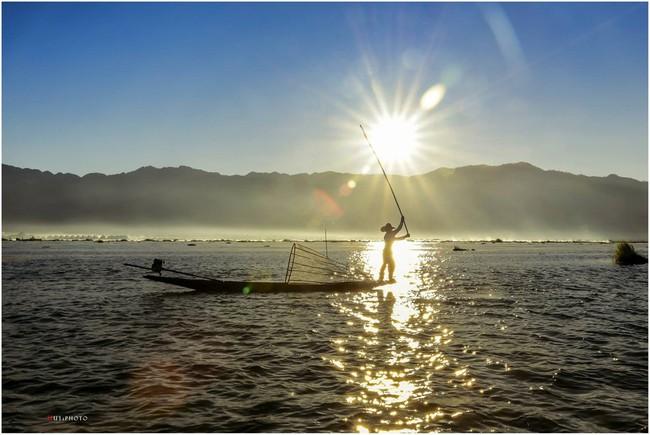Cuộc sống yên bình trên hồ Inle - Ảnh 2.