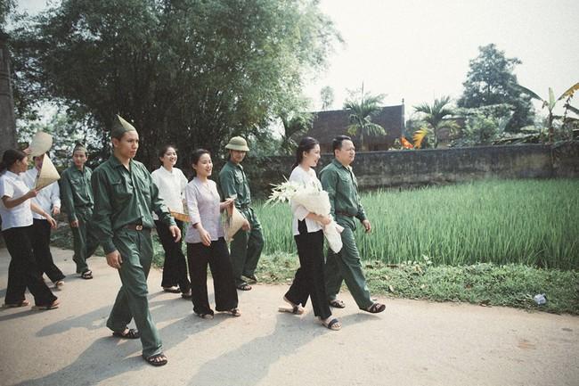 Phát sốt với 100 năm đám cưới Việt Nam, bộ ảnh cưới độc đáo của của cô dâu chú rể yêu những gì hoài cổ - Ảnh 6.