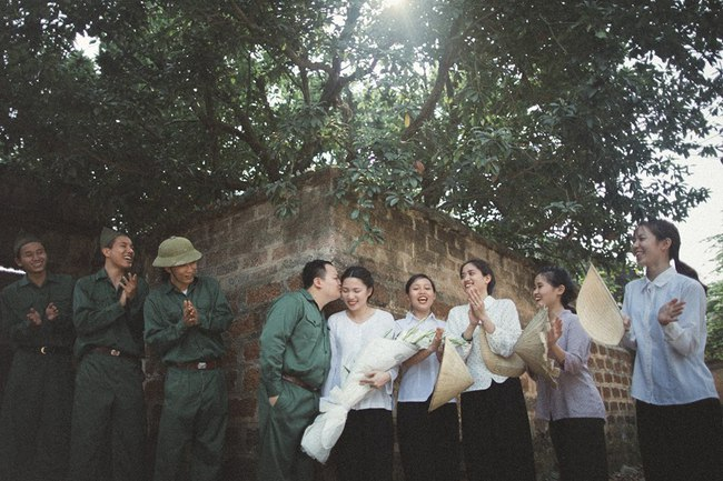 Phát sốt với 100 năm đám cưới Việt Nam, bộ ảnh cưới độc đáo của của cô dâu chú rể yêu những gì hoài cổ - Ảnh 8.