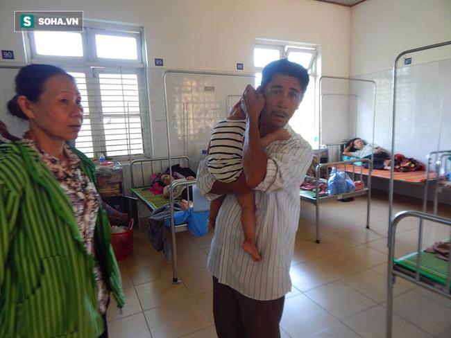 27 người nhập viện cấp cứu sau khi ăn bánh tét trong đám tang - Ảnh 2.