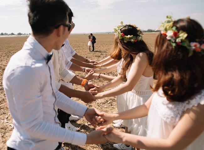 Bộ ảnh cưới đừng hòng mà bắt chước của cô dâu cheerleader bị chú rể cưỡng hôn thay cho lời tỏ tình - Ảnh 15.