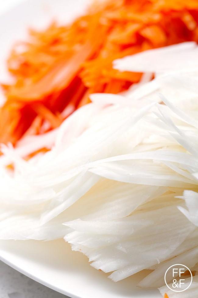 Bạn cũng có thể tự làm hũ cà rốt, củ cải muối chua ngon quên sầu chỉ bằng vài bước cực đơn giản - Ảnh 1.