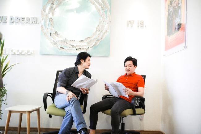 Trường Giang bắt tay Dustin Nguyễn trong bộ phim có tên cực độc - Ảnh 2.